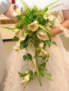 キャスケードブーケ|結婚式ムービーchouchou(シュシュ)
