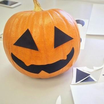 【ハロウィーンの定番】かぼちゃを使ったジャック・オー・ランタンの簡単な作り方