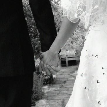 【結婚式招待状の出し方】期日と差出人とSave the Date(セーブ・ザ・デート)